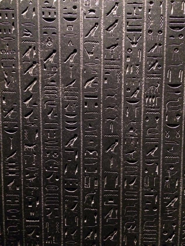 Stele parfaitement conservée de l'exposition Les Mysteres d'Osiris Paris
