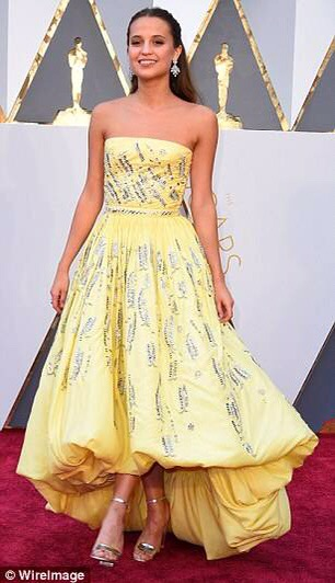 Alicia Vikander dress robe aux Oscars 2016