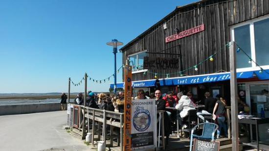 Le restaurant Chez Huguette au bord du bassin d'arcachon à Andernos