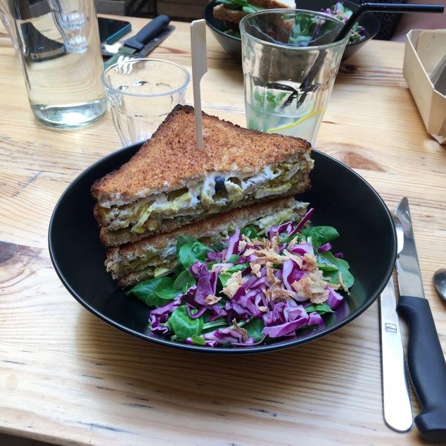 Le Club sandwich au poulet et salade mixte du Palo Alto à Bordeaux